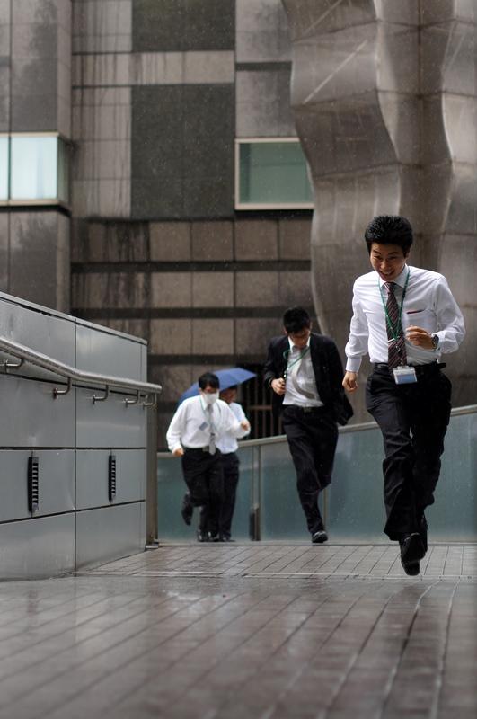 Tokio, business men running